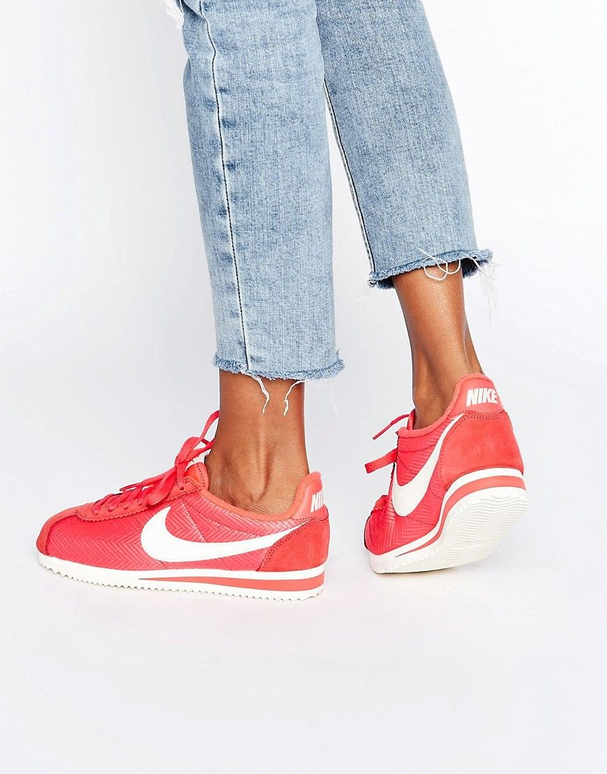 Teseo difícil Alianza  nike mujer color coral