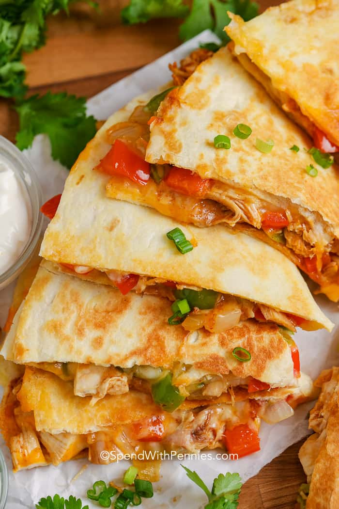 This Easy Chicken Quesadilla Recipe Is Ready In 30 Mins And Makes A Great Dinne Chicken Quesadilla Recipe Shredded Chicken Recipes Easy Quesadilla Recipes Easy