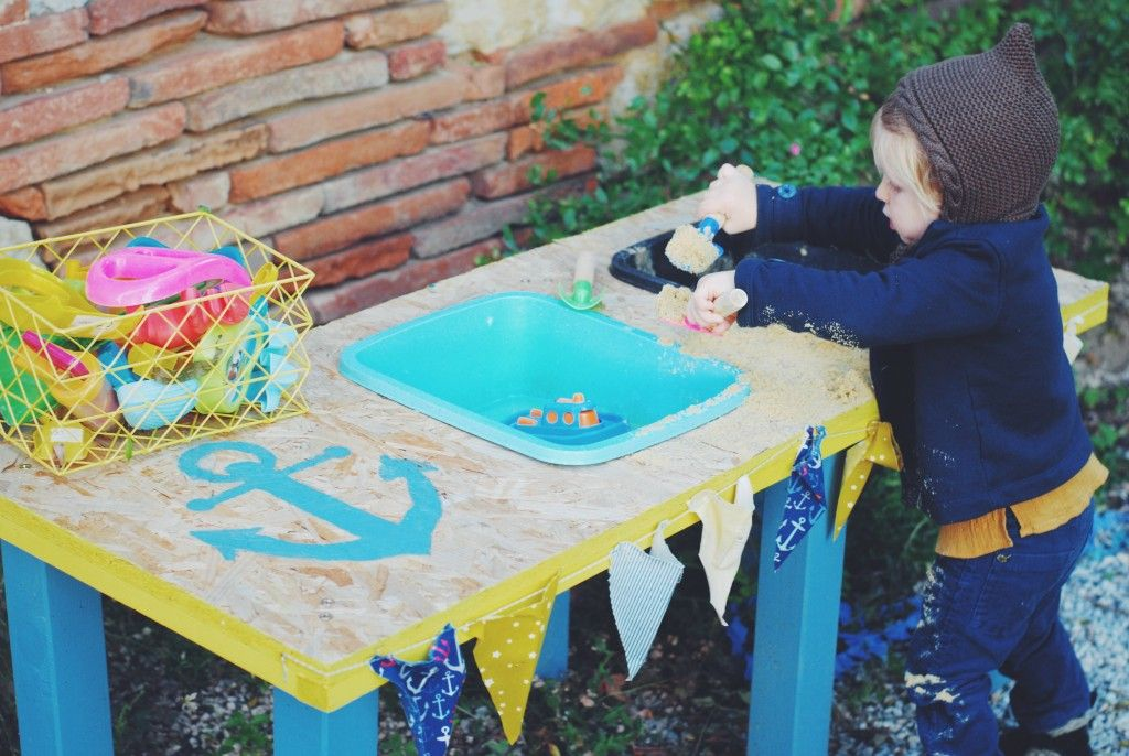 Diy Une Table D Activites Sable Eau Jardin Pour Enfants Diy