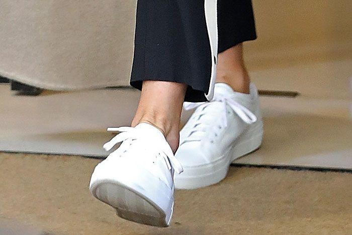 Jennifer aniston, Sneakers, Jennifer