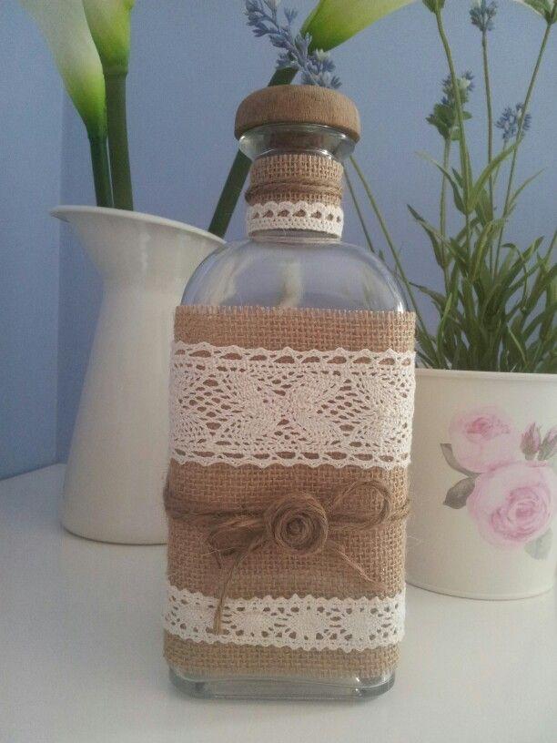 Botella con arpillera vidrio botellas pinterest - Decorar botellas de cristal ...