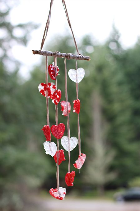 Heart shaped windchmes for Valentine's Day - melted bead craft for #kids and #moms