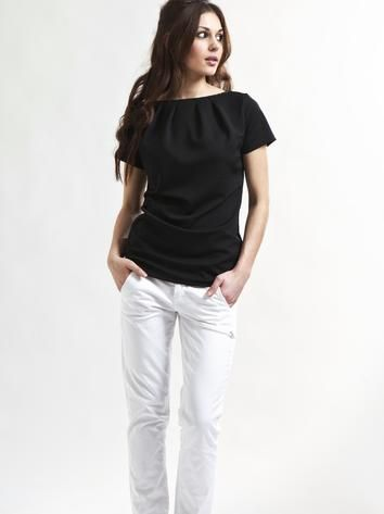 black casual t-shirt