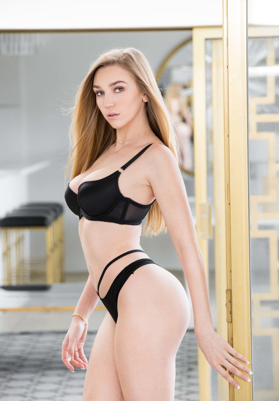 Brunettes nude spread pees