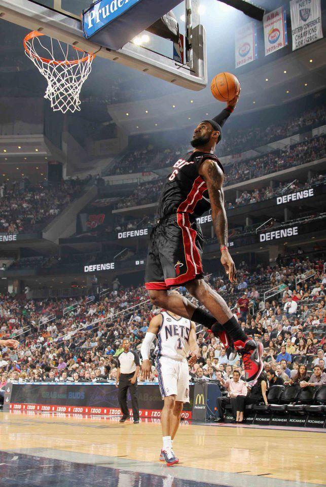 LeBron James With The One Handed Slam LebronJamesNBA