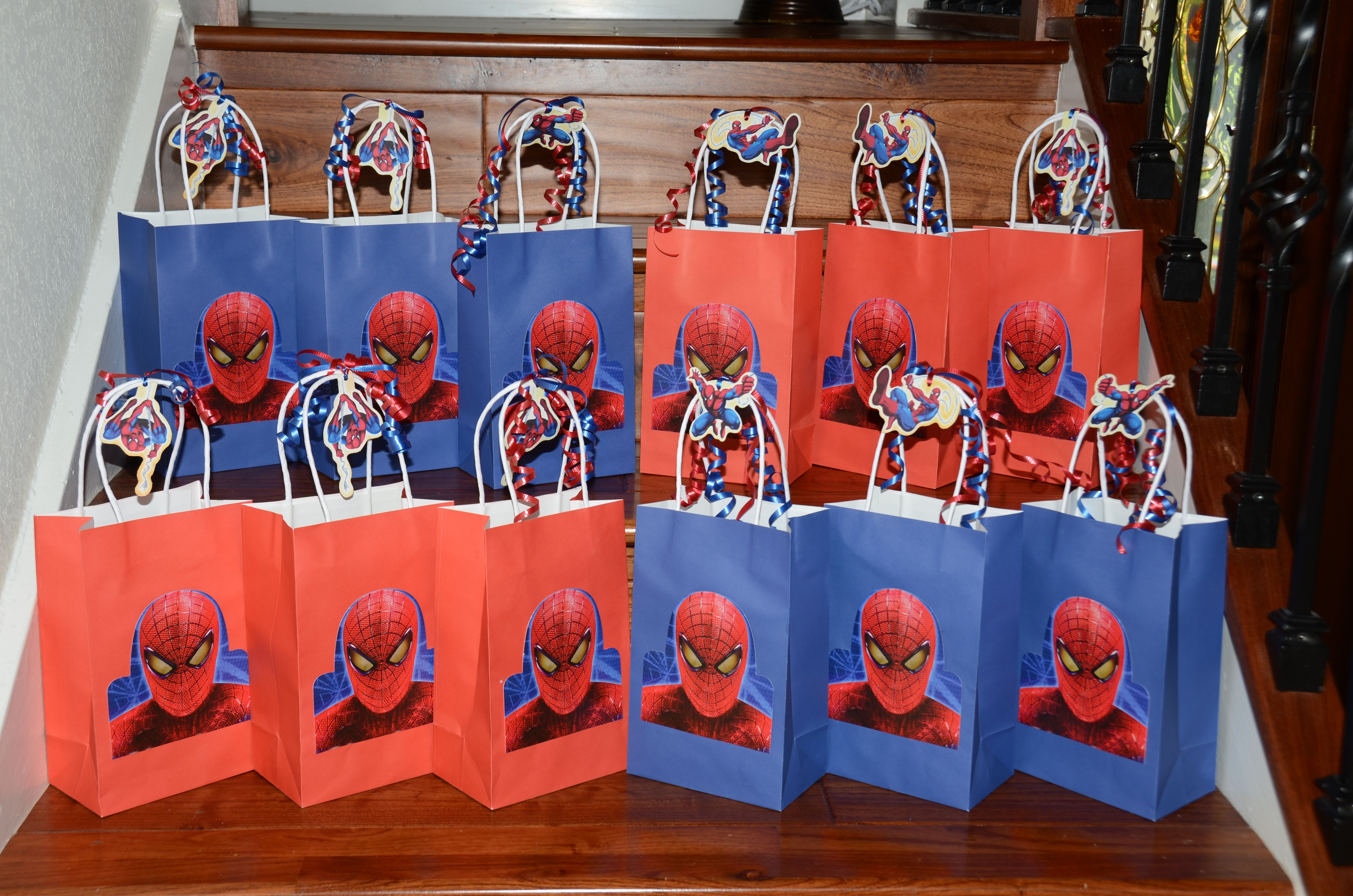 spiderman gift bags they have these at the dollar store Lances