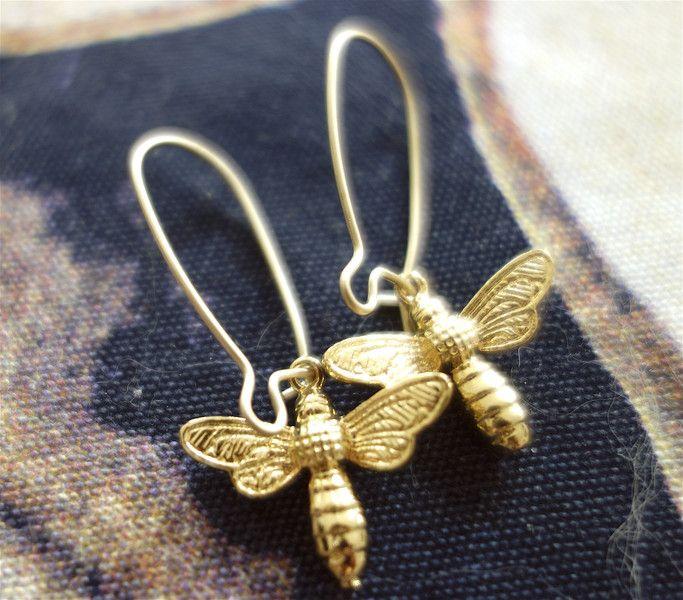 Ohrhänger - Goldenen Bienen, mittellange Ohrringe - ein Designerstück von BuyMyBaby bei DaWanda
