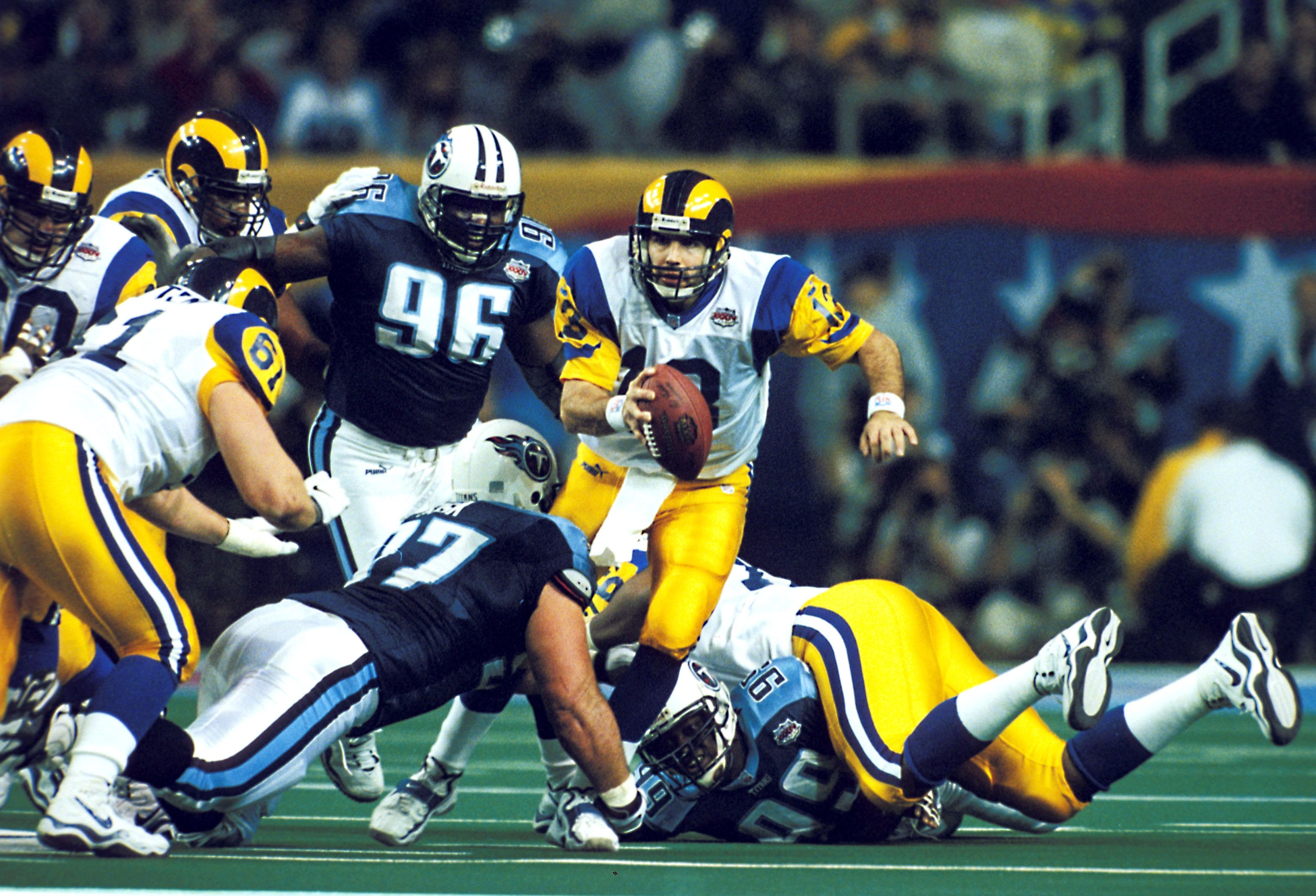 ebebe050c Kurt Warner led the St. Louis Rams to victory in Super Bowl XXXIV with 414  passing yards