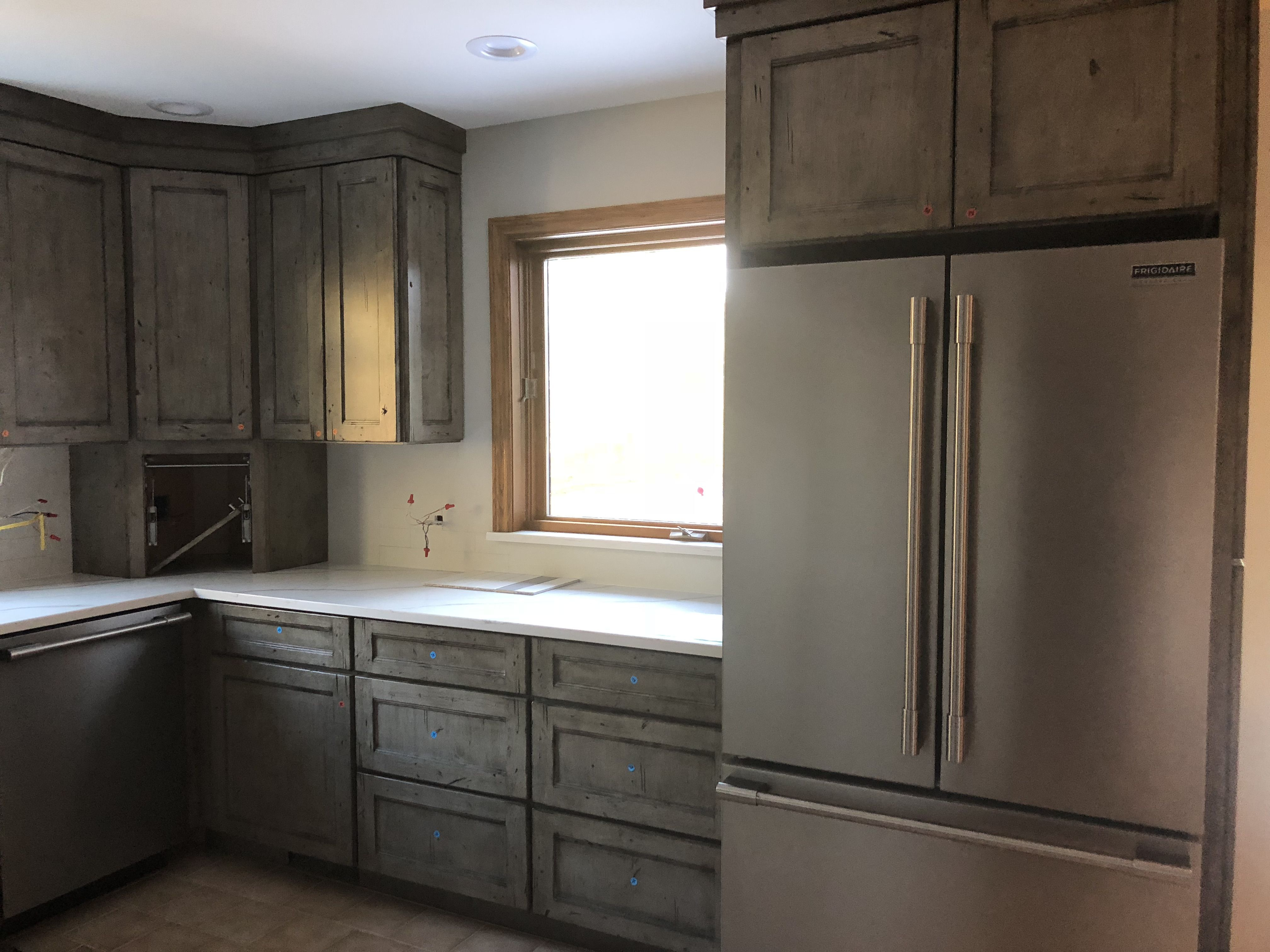 Medallion Kitchen Appaloosa Collection Silver Appaloosa Knotty Alder Antique Distressing Peppered Stockt Diy Kitchen Remodel Kitchen Design Alder Cabinets