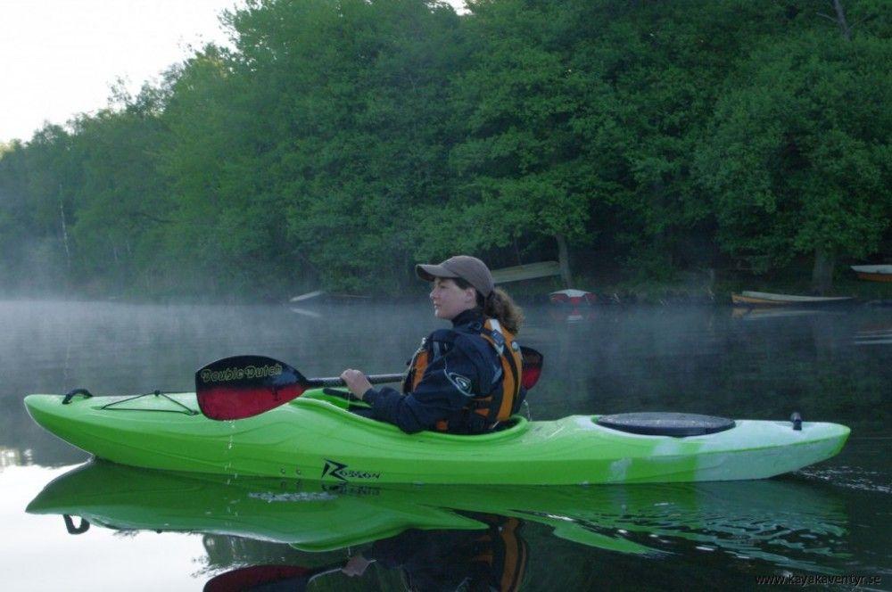 Das Hybridkajak als Flusswanderboot  Möchte ich hingegen nur gelegentlich leichtes Wildwasser paddeln und sonst eher spritzige Kleinflüsse und kleine Seen mit leichtem Gepäck, greife ich besser zu Hybridkajaks wie dem Liquid Logic Remix XP, dem Jackson Kayak Rogue oder dem Dagger Approach