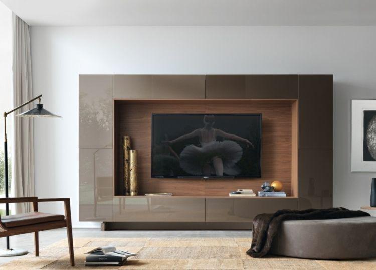 Wohnwand mit modernem Design und grifflosen Hochglanz-Fronten