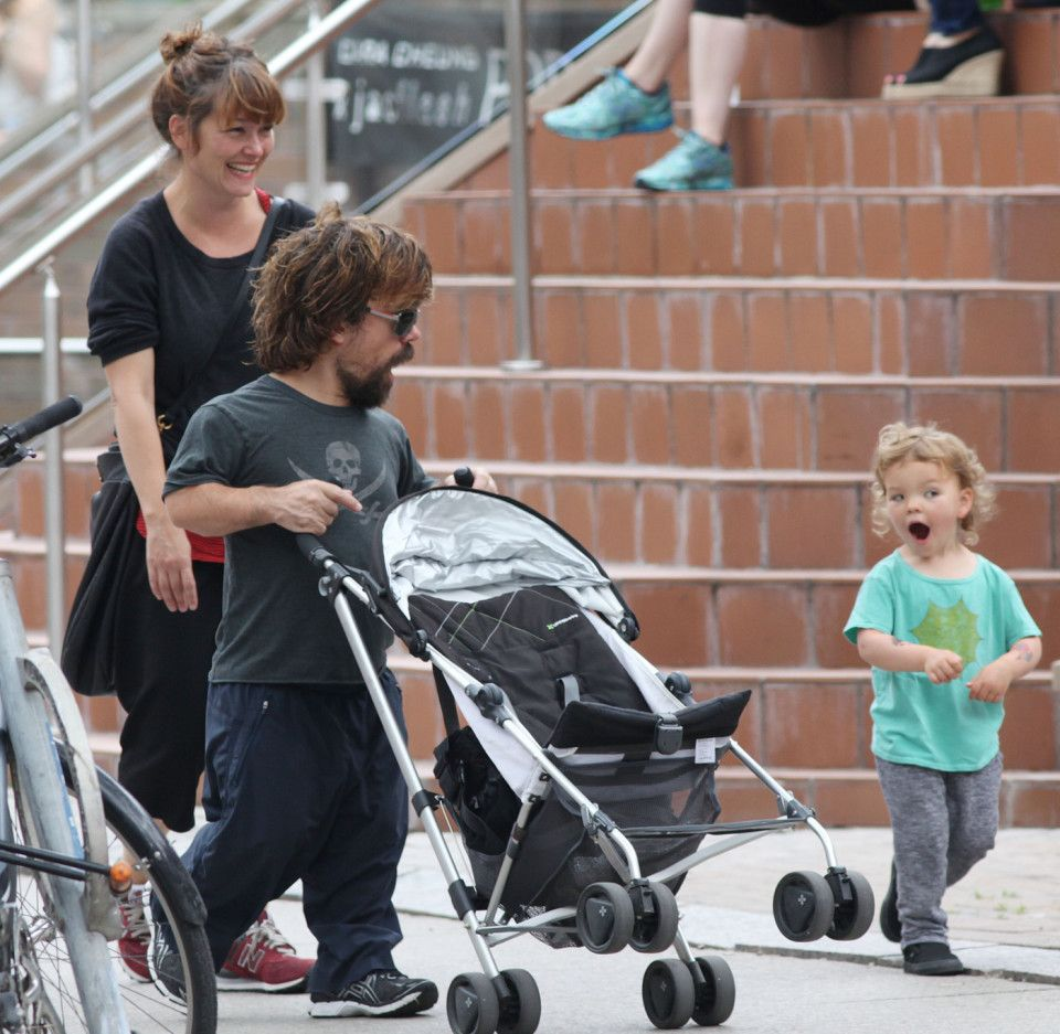 Exclusive Game Of Thrones Actor Peter Dinklage And His Wife Erica Schmidt Take Their Daughter Zelig Dinklage Out For Peter Dinklage Dinklage Celebrity Moms