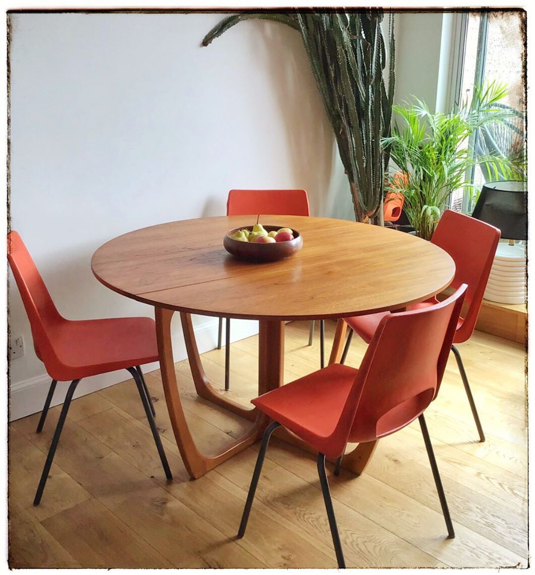 Sensational teak dining table by Beithcraft and 4 industrial chairs by Philippus Potter (1970s, was produced by Ahrend de Cirkel in the Netherlands) .Bold, eclectic, simply fabulous and  Ideal for  family gathering. #retro#vintage #60s #edinburgh #glasgow #midcentury #midcenturymodern #midcenturymodernfurniture #photography #mcm#edinburghlife #home#interiordesign #interiors#homestyling #homeinspiration #designer #decor#homeideas #interior #ercol #vintagefurniture #diningroom #design #home#danish