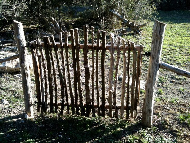 Photo of I have enough branches want to make a small gate for the yard. Diygardenspr …