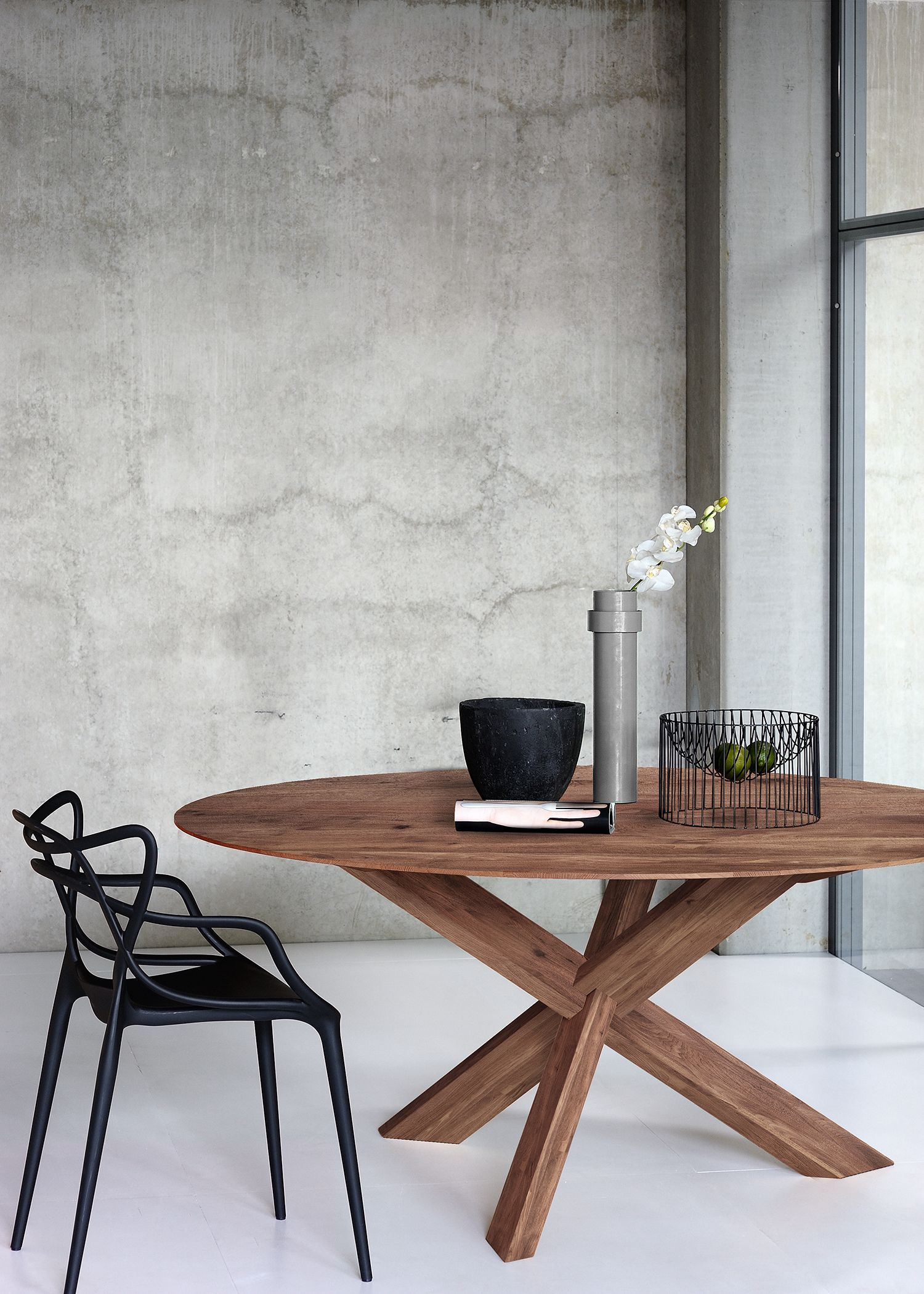 Circle Dining Table In 2020 Modern Round Kitchen Table Circle Dining Table Modern Kitchen Tables