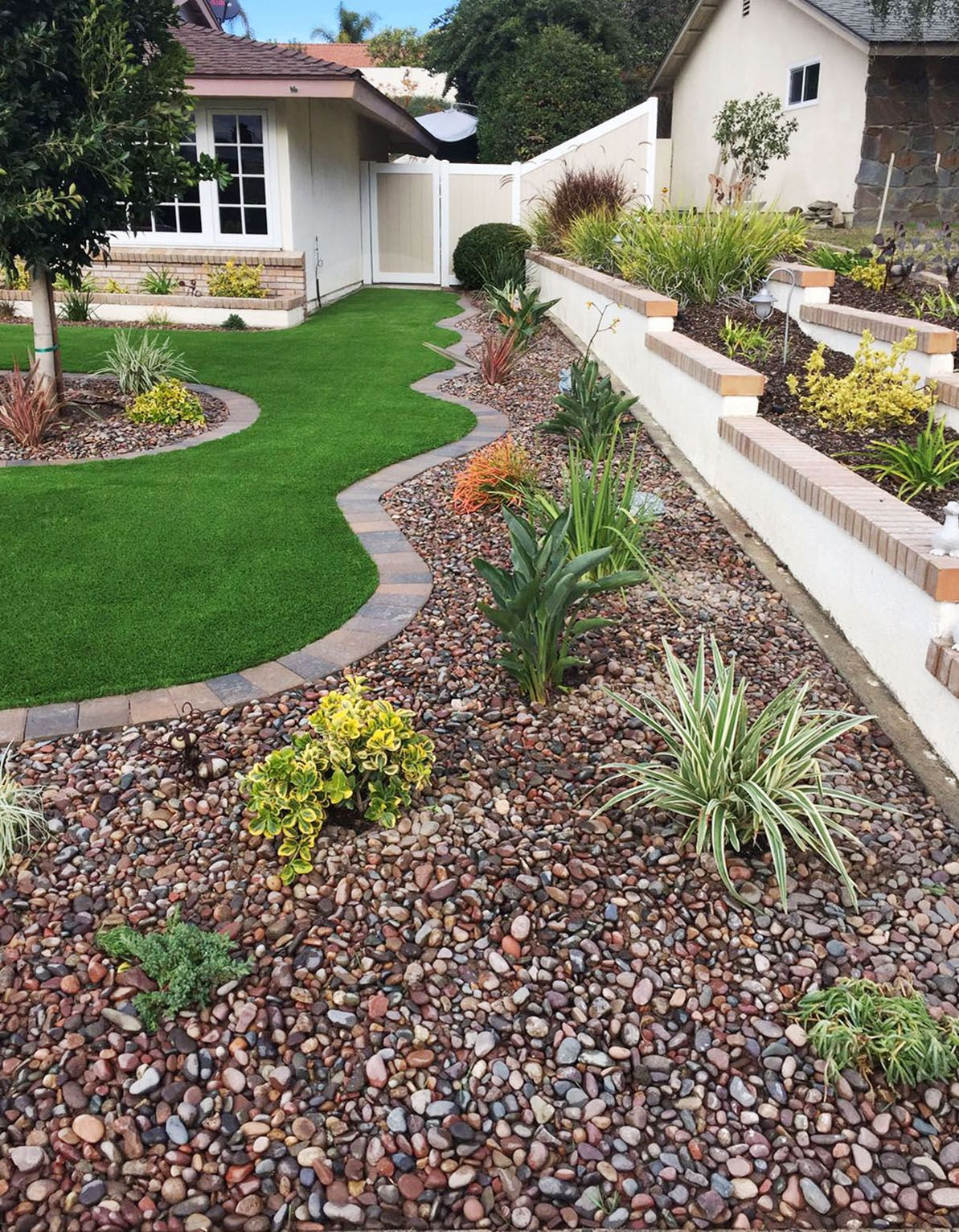 32 Stunning Low Water Landscaping Ideas For Your Garden: Artificial Grass And Drought Tolerant Landscaping