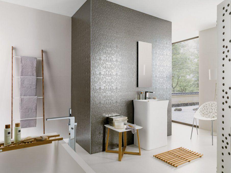 Un carrelage mural qui structure l\'espace, salle de bain, bathroom ...