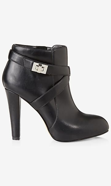 turnlock buckle heeled bootie