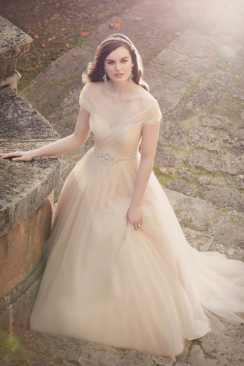 Slimming A Line Wedding Dress Design From Essense Of Australia