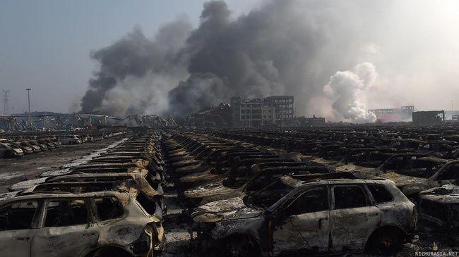 Autot kiinan räjähdyksen jälkeen
