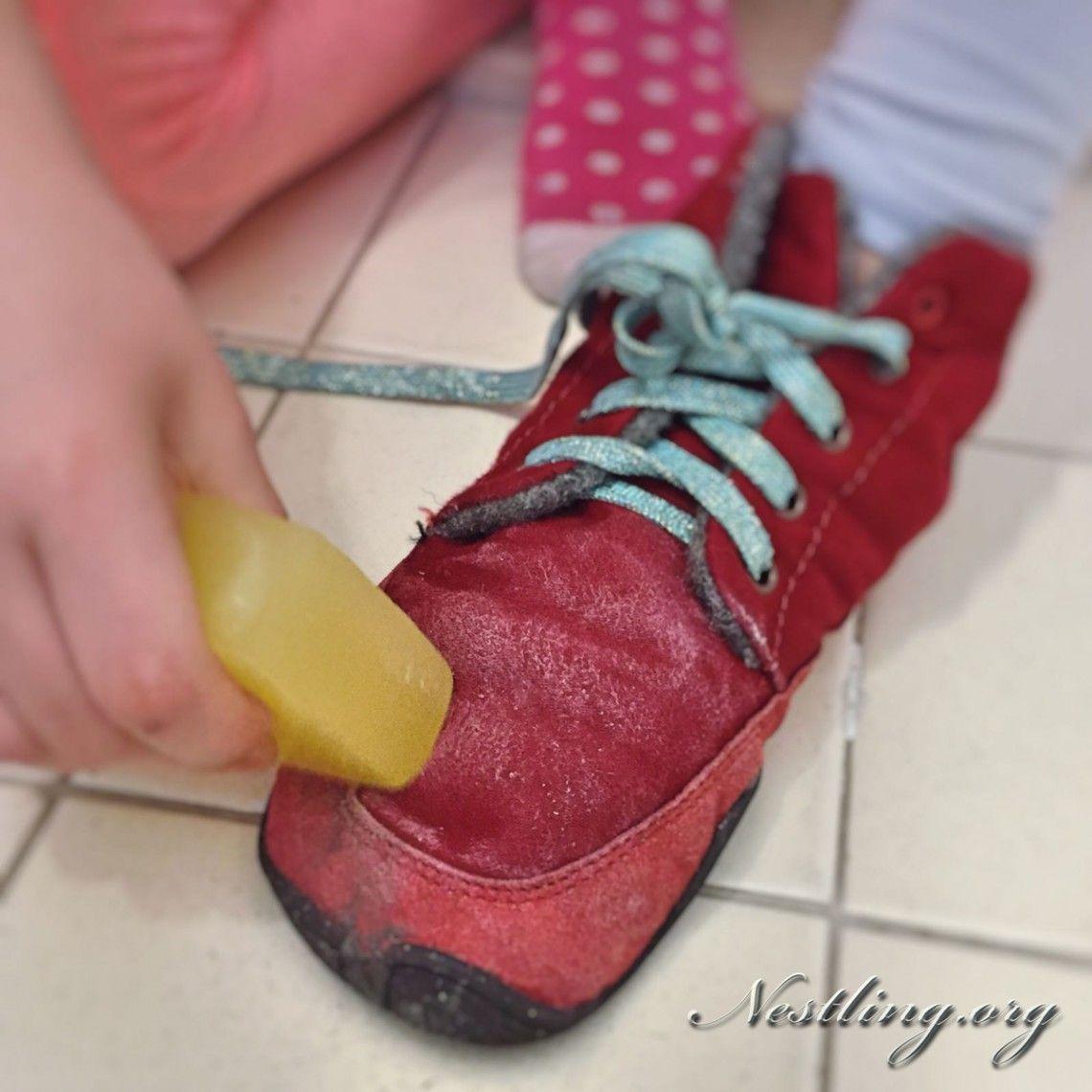 Socken Schuhe Mädchen Ausziehen Schultheater