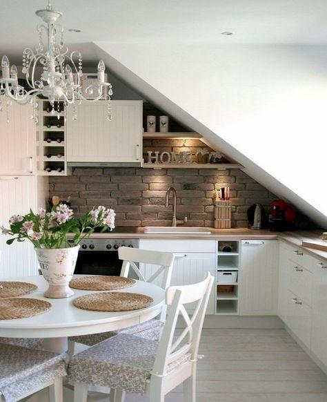 Photo of Idee di vita con soffitti inclinati in cucina, bagno, soggiorno e camera da letto
