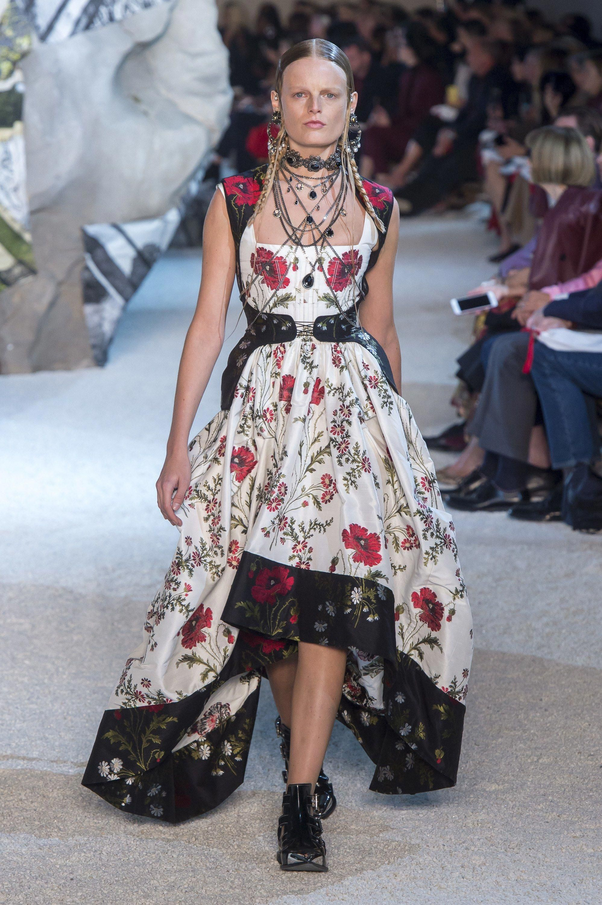 Alexander McQueen Spring 2019 Ready to Wear Collection