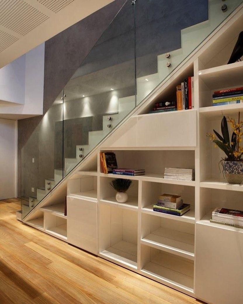 Pin de karla barros en escadas pinterest escaleras for Estanteria bajo escalera