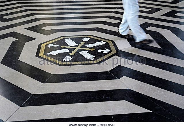 Person, feet, walking, the labyrinth, centre, floor, ornament, Notre Dame Cathedral, Amiens, Picardie, France, Europe - Stock Image