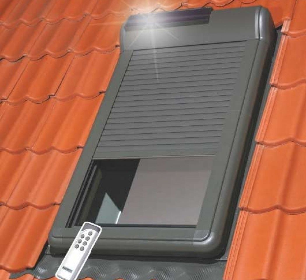 Ouvertures Acces Volets Solaires Pour Fenetre De Toit Fakro Volets Roulants Solaires Arz Solar Pour Fenetre De Toit55x78 573 24 Ttc Piece S Arz En 2020