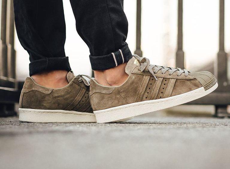 Chaussure-Adidas-Superstar-80s-en-daim-gris-accents-