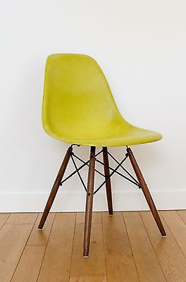 Eames Herman Miller Fiberglass Chair with Walnut Dowel Base From $1 NO RESERVE! https://t.co/jUaAyaR6Ud https://t.co/Zl6c6O7OoI