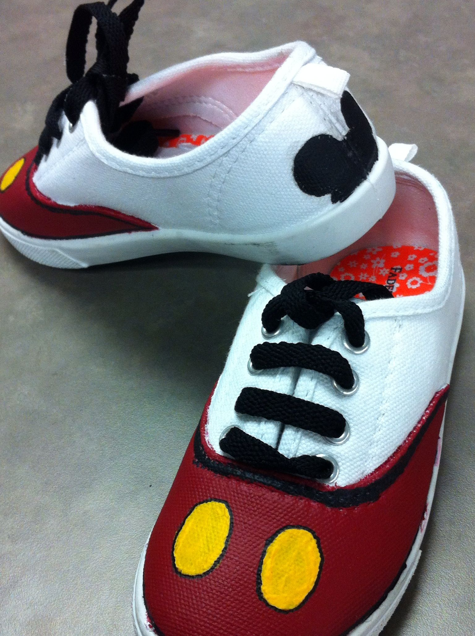 Painted canvas shoes used acrylic paints Disney shoes