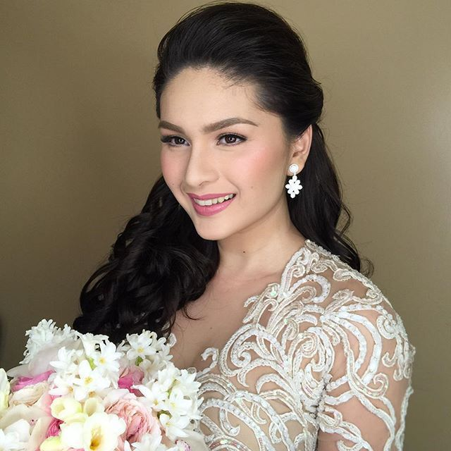 I Also Love This Styling Of Philippine Actress Pauleen Luna On Her Wedding Simple And Elegant Best Wedding Makeup Wedding Hairstyles Artistry Makeup