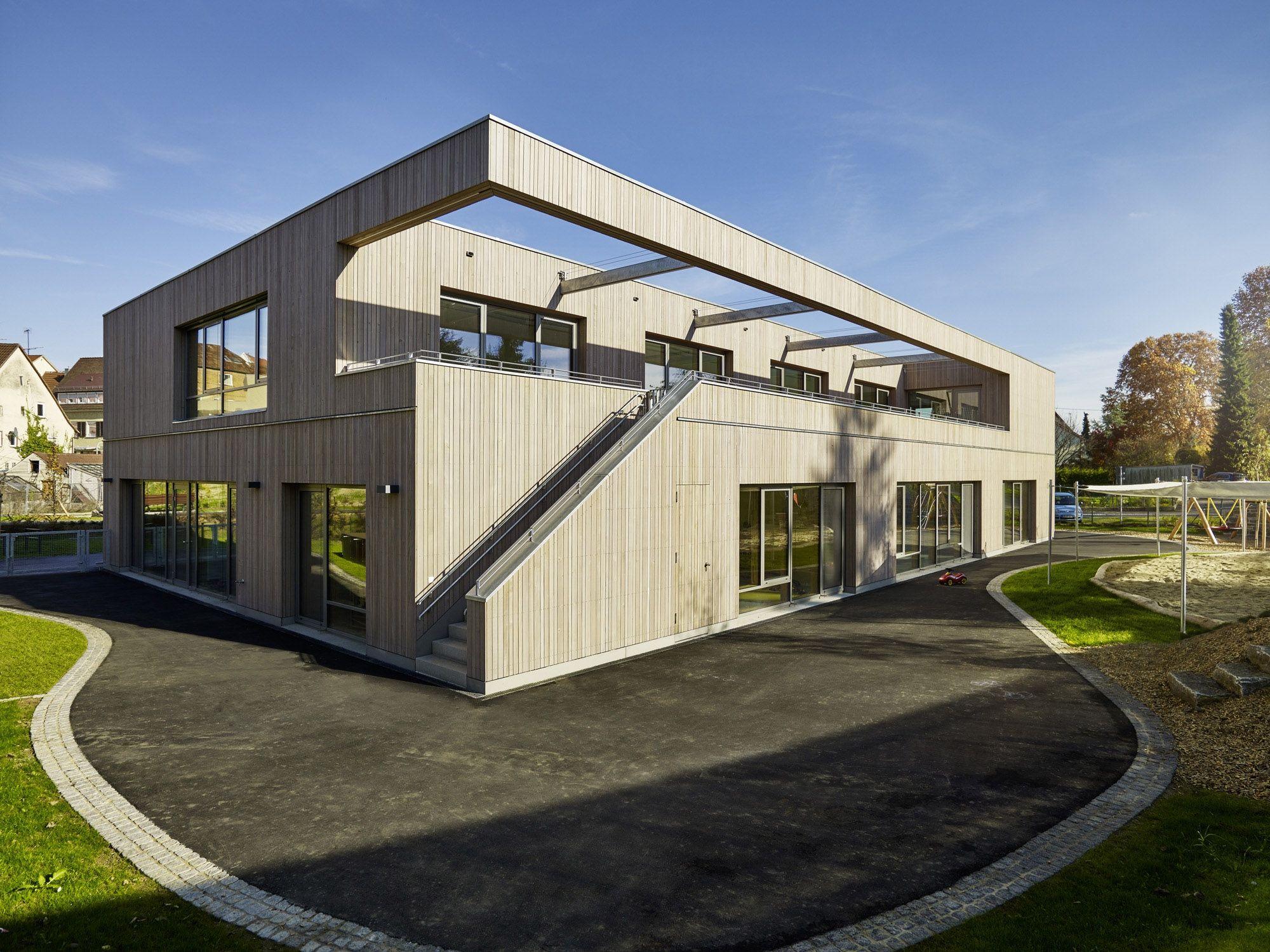 Kiel Architektur blick auf die südseite mit terrasse und spielbereich stefan