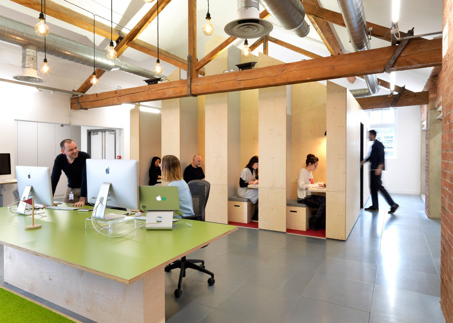 Airbnb designs adaptable office spaces for london sao for Office interior design uk
