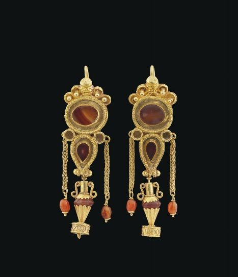 Pair of Greek gold and Agate earrings | Hellenistic period, ca 1st century BC