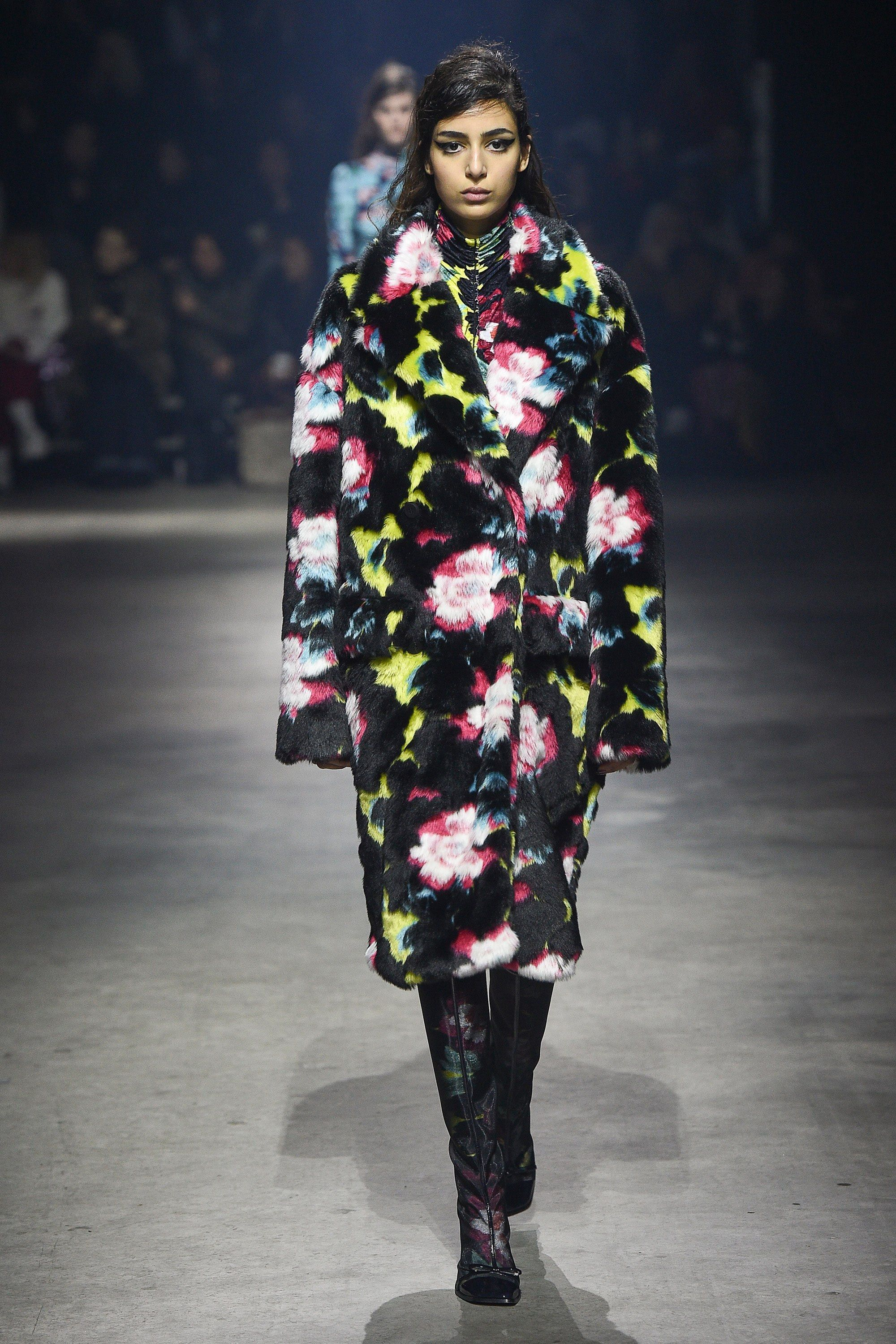 05a83ead8 Kenzo Fall 2018 Ready-to-Wear Fashion Show | Kenzo | Pinterest ...