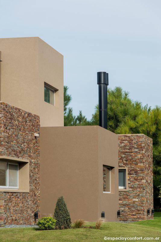 Frentes de casas con revear y piedras