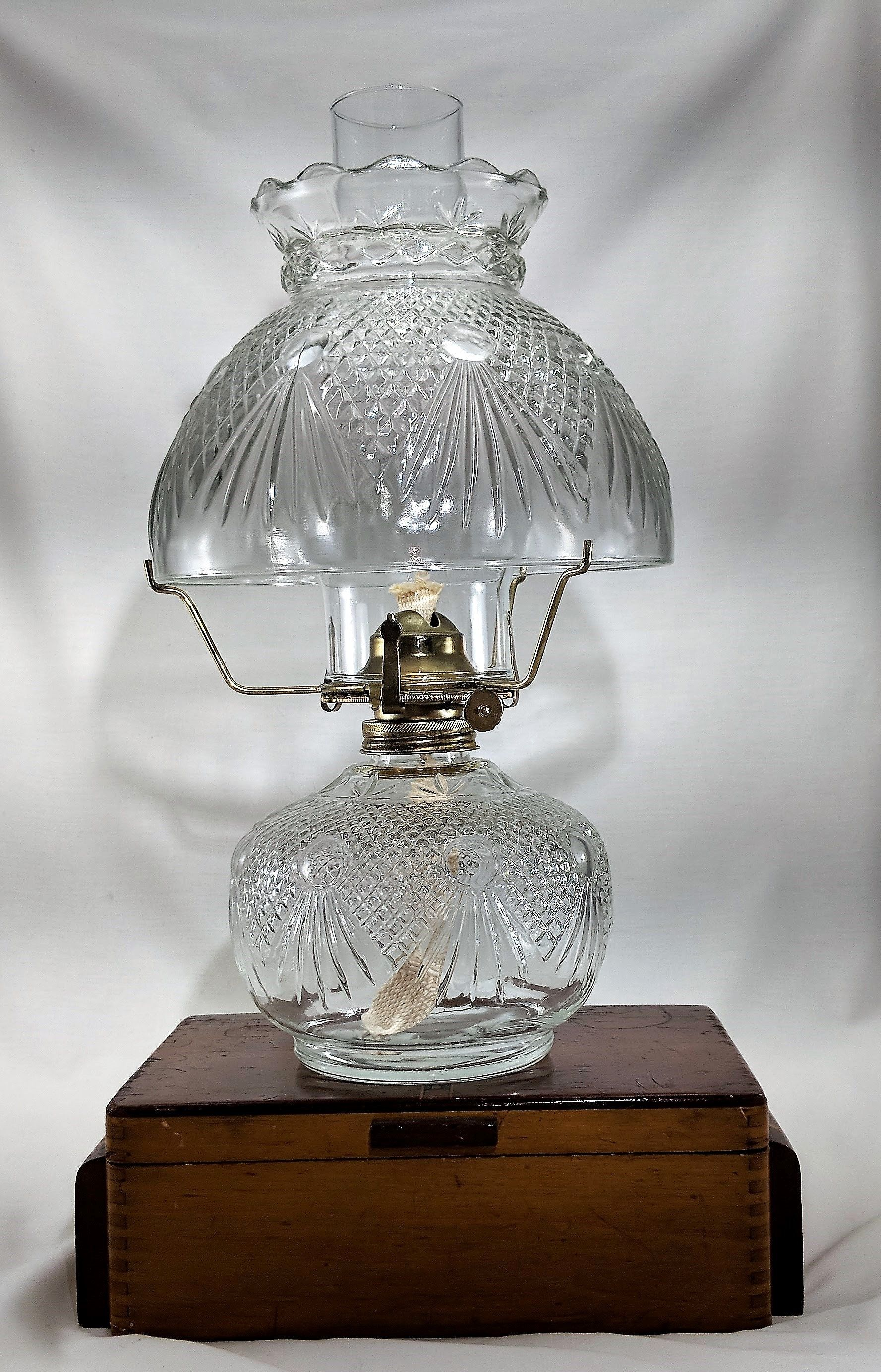 Vintage Oil Lamp Moon Beam Desk Top Oil Lamp With Glass Shade Etsy In 2020 Oil Lamps Lamp Antique Oil Lamps