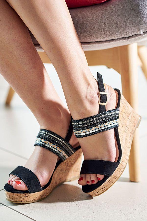 45bdec43c45840 Les sandales compensées qui sentent bon l'été ! #chaussures #shoes #sandales