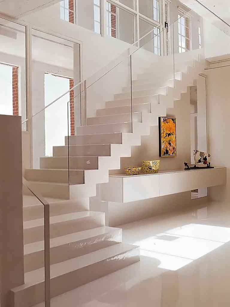 Escada branca minimalista stairs pinterest escalera for Escaleras interiores casas