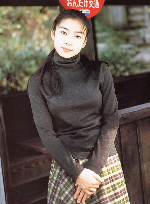 岡本綾さんのパンツ姿