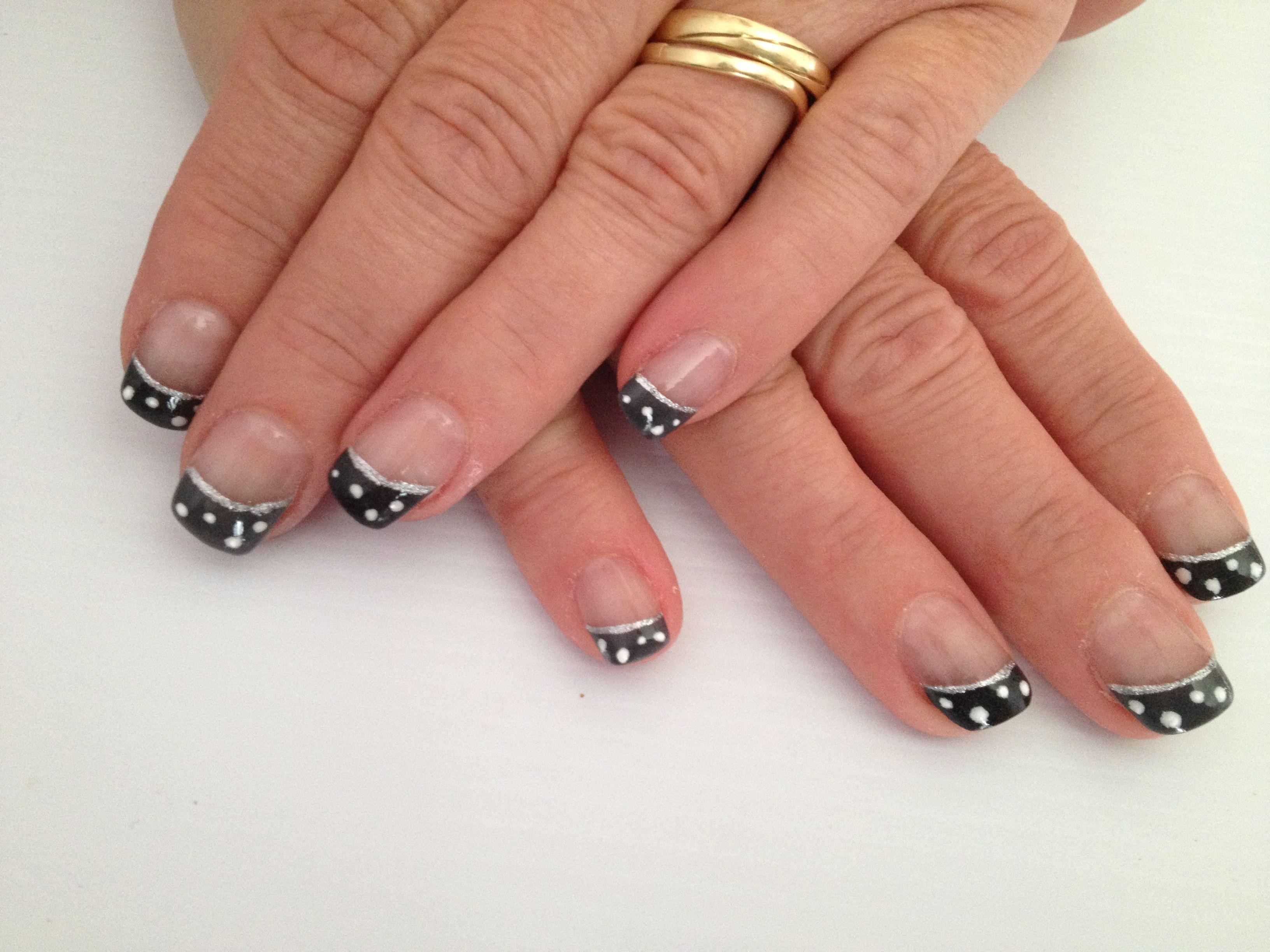 Grijszwart met witte puntjes nagelstudio helen pinterest
