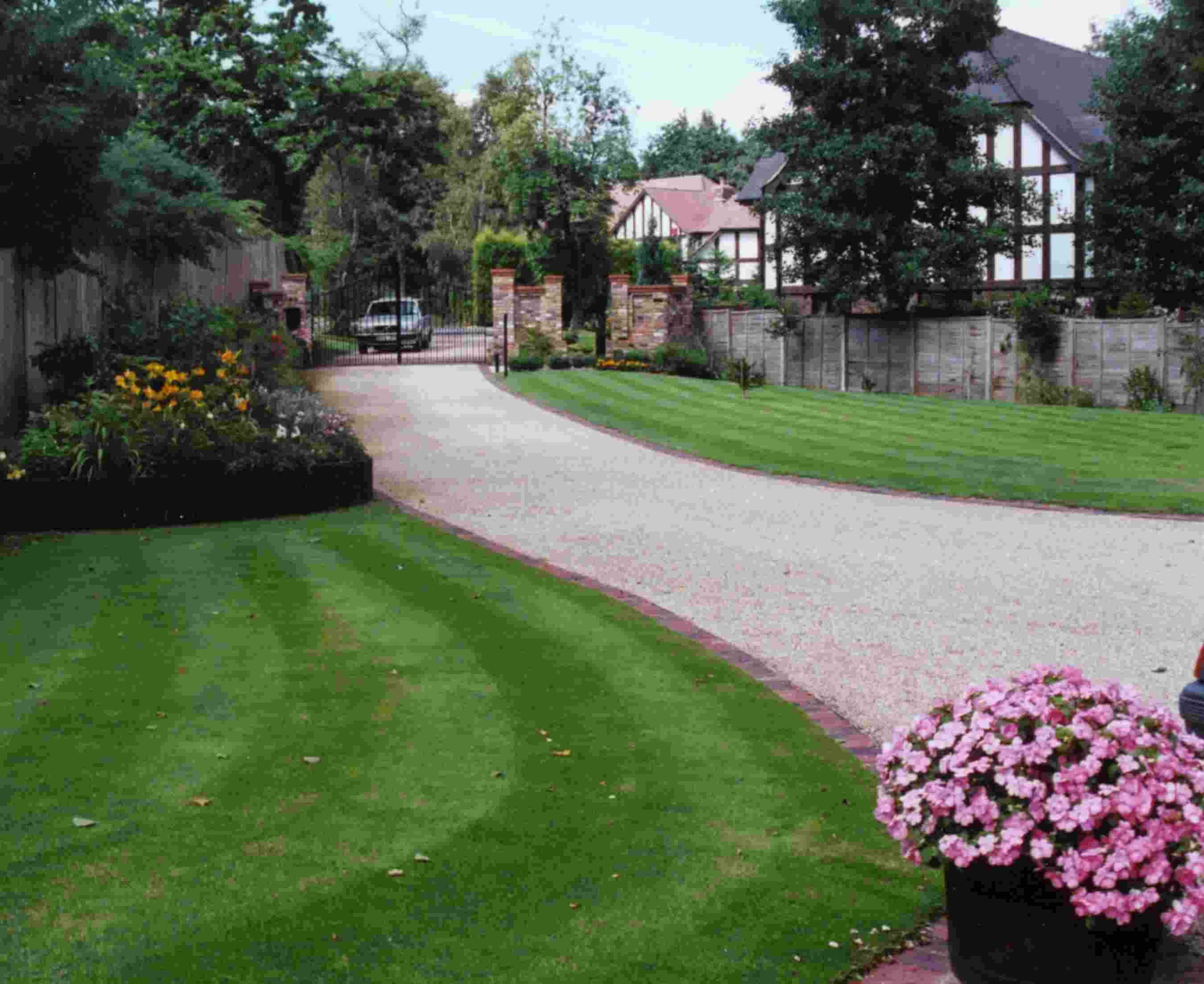 Brick Edged Bound Gravel Driveway Smart And Clean Looking If You Have A Gravel Driveway Driveway Landscaping Backyard Walkway Sidewalk Landscaping