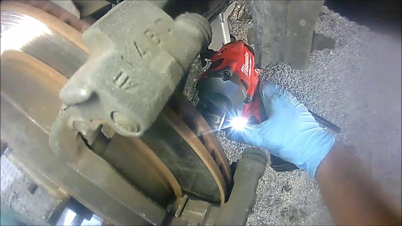 Toyota Sequoia Tundra Rear Brake Pads And Rotor Replacement 2002 2006 Youtube Brake Pads And Rotors Brake Pads Tundra