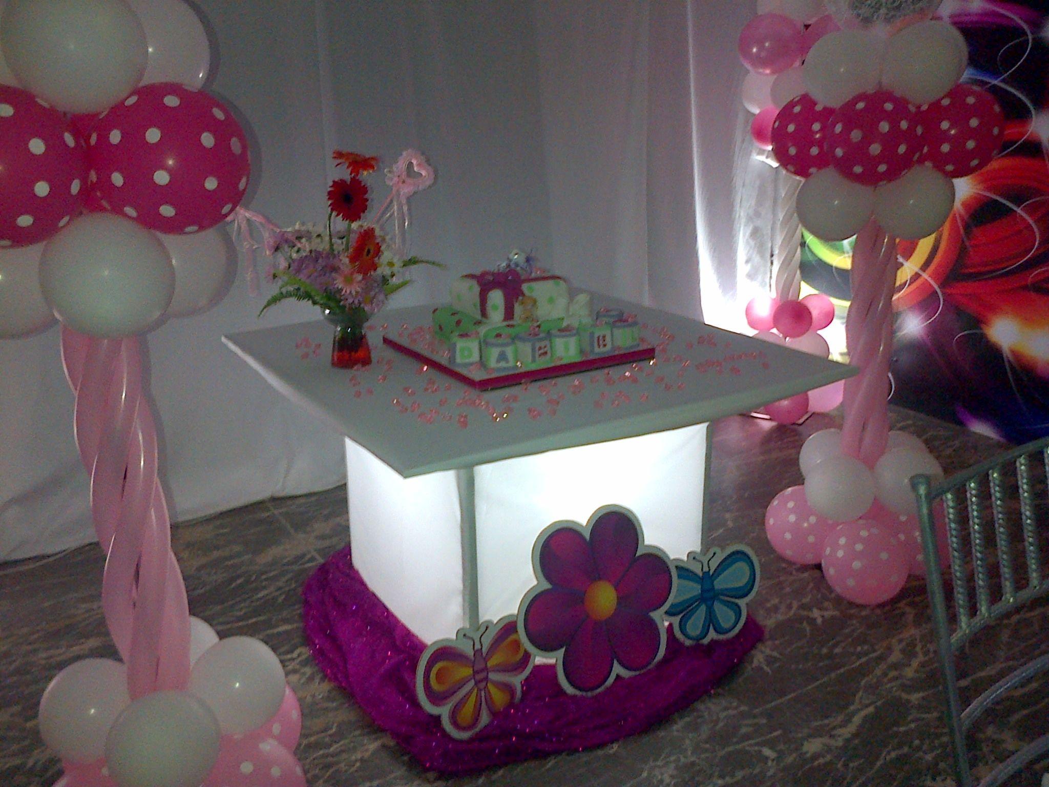 Mesa de luz para la torta decoracion para bautizo rosa y - Decoracion de mesa de bautizo ...