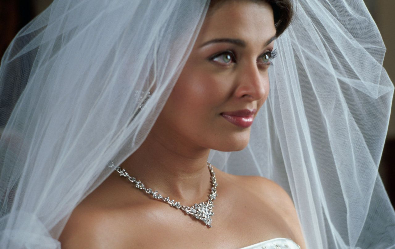Aishwarya rai wedding dress  When it comes to eating our Bollywood stars are very persnickety