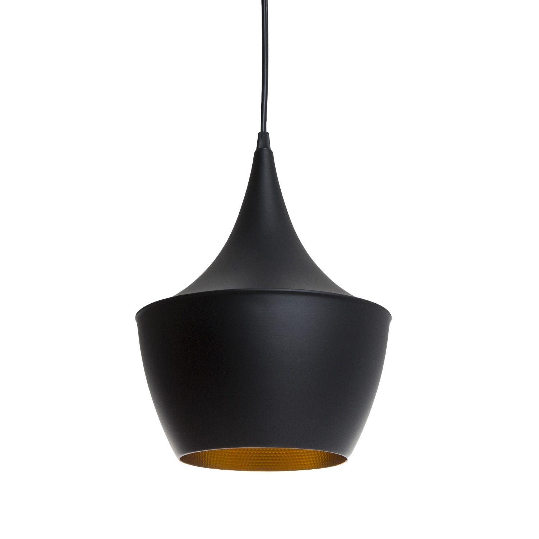Design-Lampe, inspiriert vom Modell der Tom Dixon Beat Fat.     Aus schwarz gefärbtem Stahl hergestellt.     Goldenes Inneres.     Tragkabellänge: bis zu 2 Meter.     E27 Glühbirne 1*40W (nicht enthalten).  Die Lampe AMSTI gehört zu einer Serie von 3 Deckenlampen, inspiriert von den Modellen der Beat-Kollektion des britannischen Designers Tom Dixon. Diese Lampe nimmt nämlich die Konturen des Modells Tom Dixon Beat Fat wieder auf. Das Design der Tom Dixon Lampe AMSTI sticht durch den Kont...