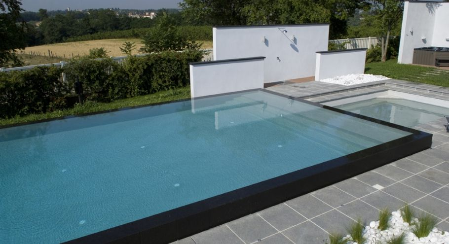 Une Piscine Miroir Semi Enterree Pool Houses Outside Pool Pool